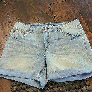 Jordache Jean shorts size 8 great.